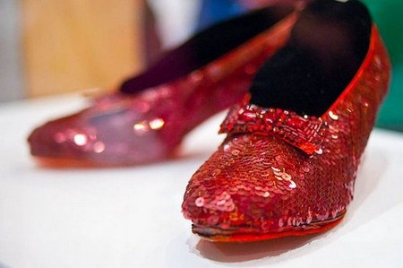smithsonian national museum of american history dorothy ruby slippers 6269207855 Iconic movie props that sold for an insane amount of money (17 Photos)