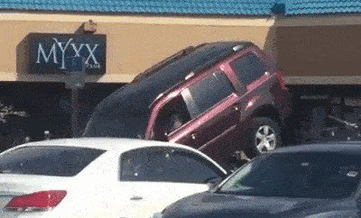 proof that people shouldnt be allowed anywhere near a motor vehicle 14 gifs 811 Proof that some people shouldnt be allowed anywhere near a motor vehicle (14 GIFs)