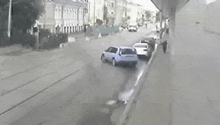 proof that people shouldnt be allowed anywhere near a motor vehicle 14 gifs 1112 Proof that some people shouldnt be allowed anywhere near a motor vehicle (14 GIFs)