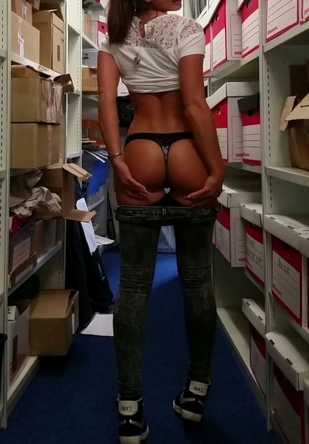 8f3d6e21ac235080d1bbd183cb254768 Chivettes bored at work (38 Photos)