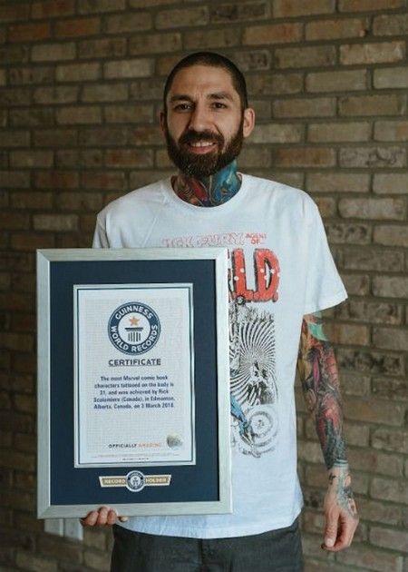 dude sets a guinness record for the most marvel tattoos x photos 2 Dude sets a Guinness Record for the most Marvel tattoos (35 Photos)