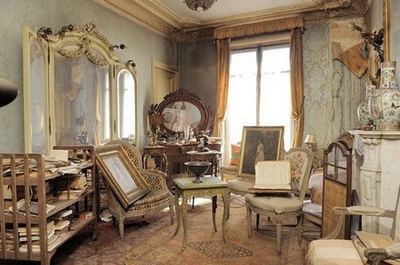 perfectly preserved paris apartment discovered after 70 years with valuables and paintings 7 Real life buried treasures found at construction sites (14 Photos)
