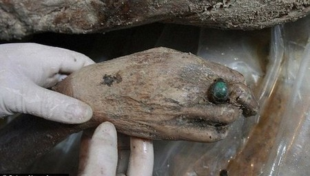 article 1362957 0d7723fe000005dc 432 634x373 Real life buried treasures found at construction sites (14 Photos)