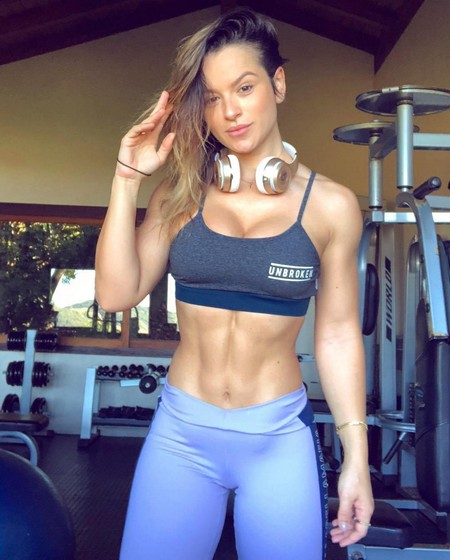 alice 36757362 2145750512367872 8404333541717966848 n Girls with six packs, intimidating or hot? you be the judge (52 Photos)