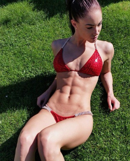a0588db4444d2620d58b2f7532d230fd Girls with six packs, intimidating or hot? you be the judge (52 Photos)
