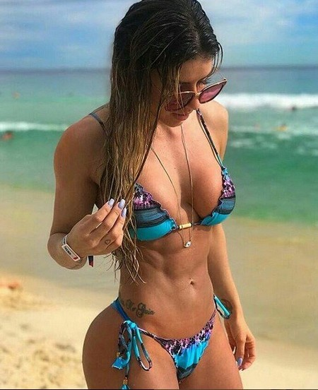 fdf25e6c9d497a45c1fcf8ba190e0732 Girls with six packs, intimidating or hot? you be the judge (52 Photos)