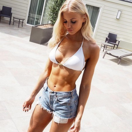 e5403748f2c75896eed8e87060f152e4 Girls with six packs, intimidating or hot? you be the judge (52 Photos)