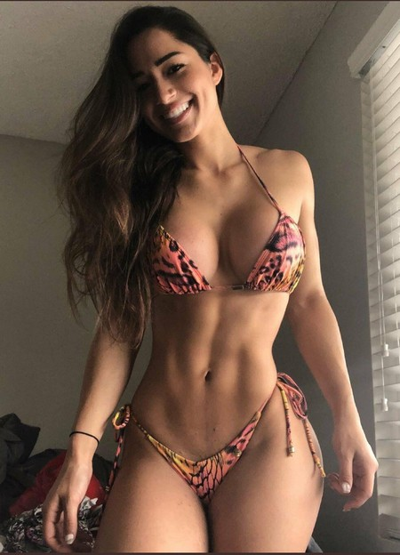 2924a395c2201e16aef4a28cc2e6bc08 Girls with six packs, intimidating or hot? you be the judge (52 Photos)