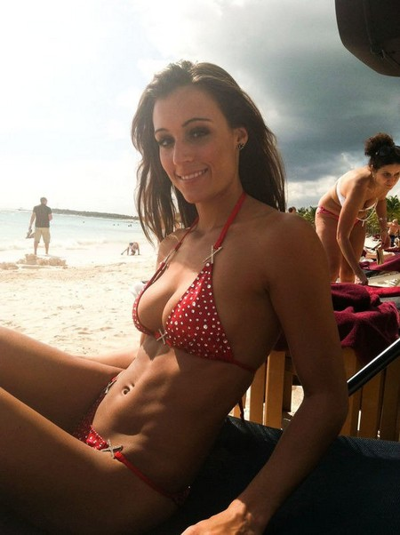 df525edd73b5b12a916c94faaa420ef5 Girls with six packs, intimidating or hot? you be the judge (52 Photos)