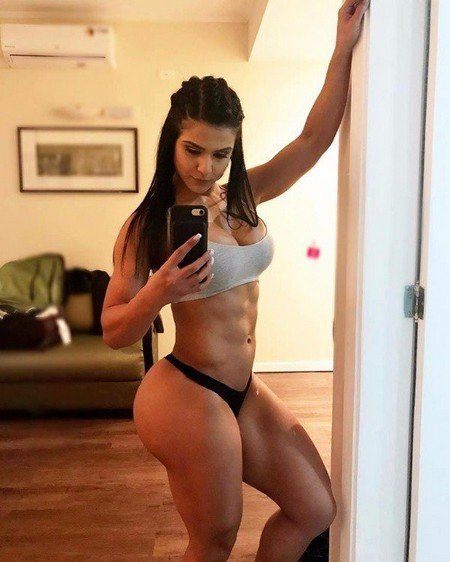 ddffc0db618b2703009ed41c20a80dab Girls with six packs, intimidating or hot? you be the judge (52 Photos)