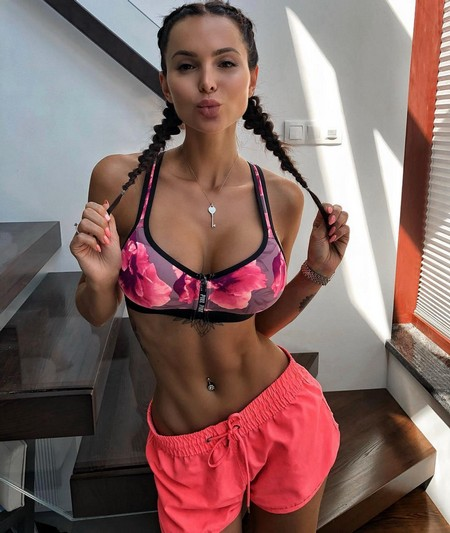 sofia official 36136269 248858002566813 7230123769715490816 n Girls with six packs, intimidating or hot? you be the judge (52 Photos)