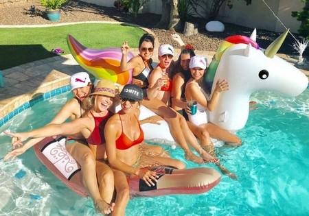 bdad32dbdc7f8fffbf44e32a51a1dbec Pool babes will wash away your summer blues (40 Photos)