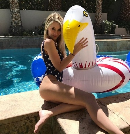 kristinaledstrom 18095930 1844748295813958 3604733152083312640 n Pool babes will wash away your summer blues (40 Photos)