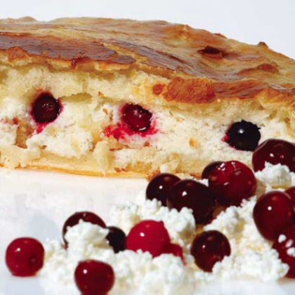Pies with berries have always been a traditional delicacy of the inhabitants of Siberia