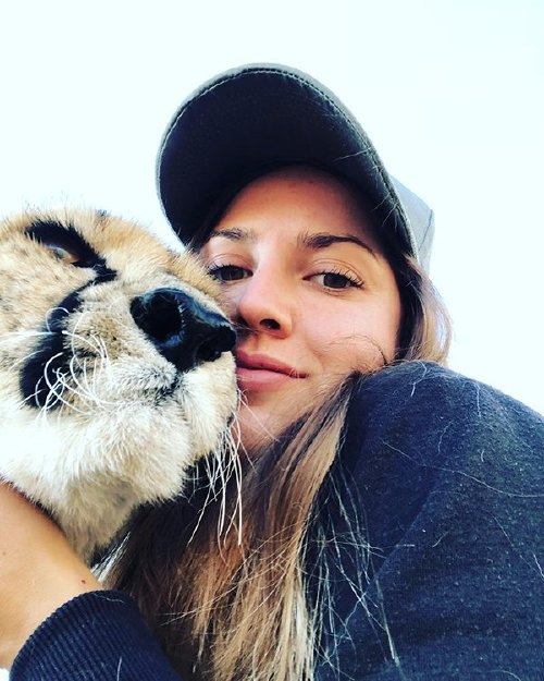 meet lisa the cute wildlife worker who raised a pack of cheetahs as her own 29 photos videos 9 Meet Lisa, the cute wildlife worker who raised a pack of cheetahs (30 Photos & Video)