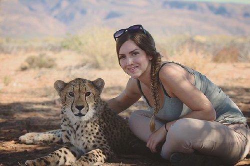 meet lisa the cute wildlife worker who raised a pack of cheetahs as her own 29 photos videos 251 Meet Lisa, the cute wildlife worker who raised a pack of cheetahs (30 Photos & Video)