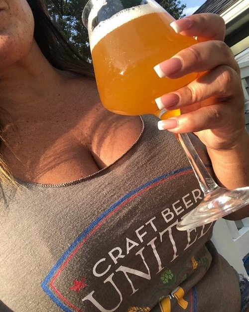 craftbeerunited 37797993 234953693821886 1562596337365549056 n The sun shines bright on Beers, Babes & Burgers (51 Photos)