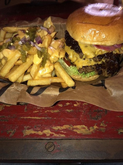 the sun shines bright on beers babes burgers photos 2511 The sun shines bright on Beers, Babes & Burgers (51 Photos)
