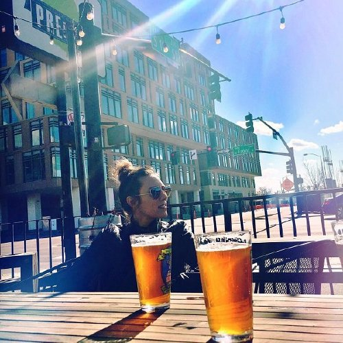 bier vibes 26866449 141477336523751 825306372840095744 n The sun shines bright on Beers, Babes & Burgers (51 Photos)