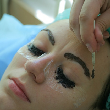 Long dyeing of eyebrows and eyelashes is convenient, but with frequent application brings harm