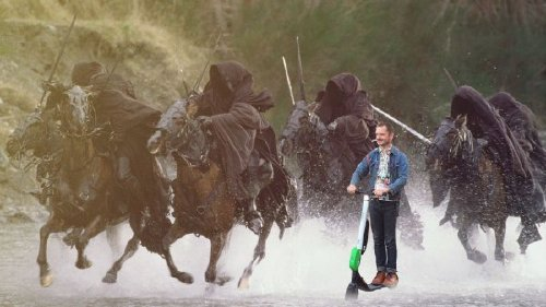 elijah wood photoshop 8 Frodo on a scooter gets the photoshop treatment (18 Photos)