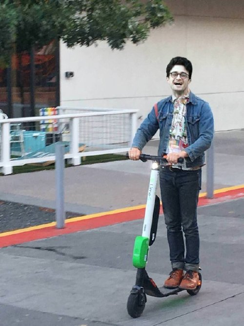 elijah wood photoshop 10 Frodo on a scooter gets the photoshop treatment (18 Photos)