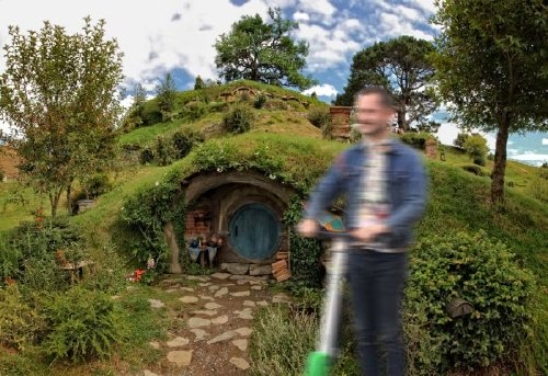 elijah wood photoshop 6 Frodo on a scooter gets the photoshop treatment (18 Photos)