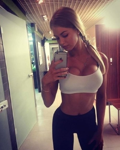 fbf94076760592db67222bf8949f7c62 width 600 Get back in the game with some girls in sports bras (32 Photos)