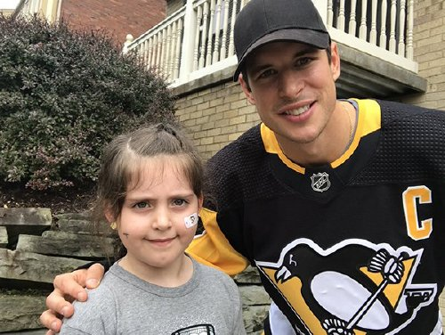 Sidney Crosby writes hooky note for kids, plays hockey with them all day (8 Photos)