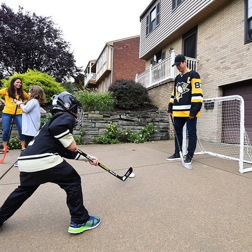 sidney crosby writes kids a note excusing them from school to play hockey 8 photos 4 Sidney Crosby writes hooky note for kids, plays hockey with them all day (8 Photos)