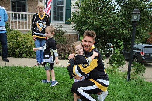 sidney crosby writes kids a note excusing them from school to play hockey 8 photos 7 Sidney Crosby writes hooky note for kids, plays hockey with them all day (8 Photos)