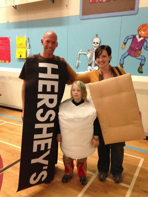 family halloween costumes 8 Fact: Families who dress together for Halloween get the most candy (45 Photos)
