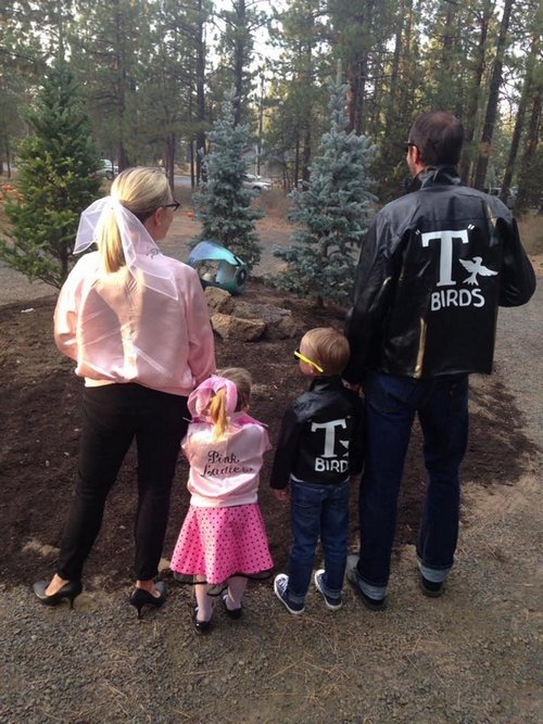 family halloween costumes 12 Fact: Families who dress together for Halloween get the most candy (45 Photos)