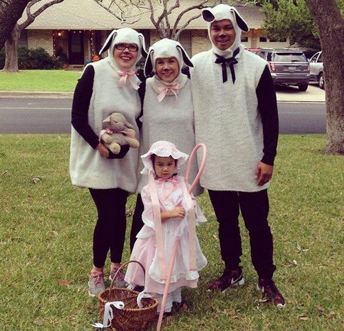 family halloween costumes 19 Fact: Families who dress together for Halloween get the most candy (45 Photos)