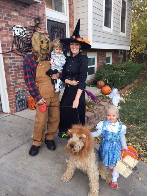 family halloween costumes 24 Fact: Families who dress together for Halloween get the most candy (45 Photos)