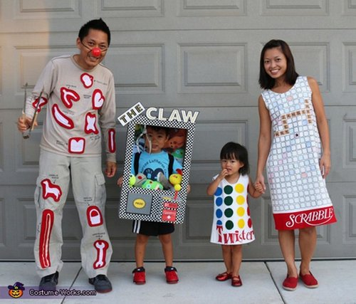 family halloween costumes 254 Fact: Families who dress together for Halloween get the most candy (45 Photos)