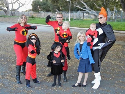 family halloween costumes 255 Fact: Families who dress together for Halloween get the most candy (45 Photos)
