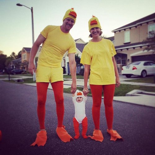 family halloween costumes 258 Fact: Families who dress together for Halloween get the most candy (45 Photos)