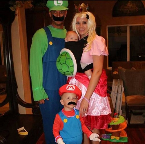 family halloween costumes 2510 Fact: Families who dress together for Halloween get the most candy (45 Photos)