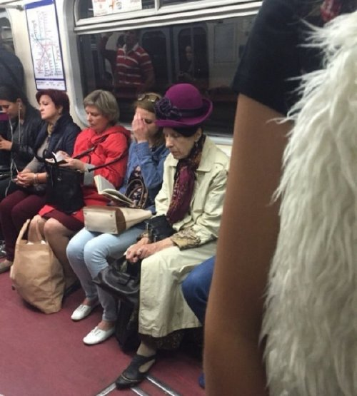 crazy people riding subway bizarre 16 Subways are not where normal happens (38 Photos)