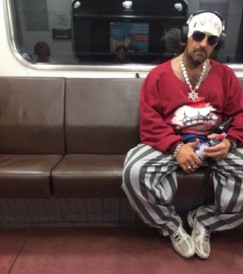 crazy people riding subway bizarre 17 Subways are not where normal happens (38 Photos)