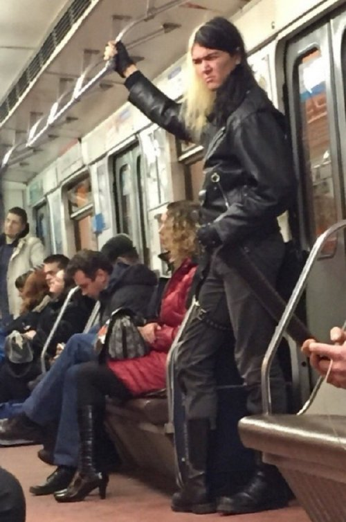 crazy people riding subway bizarre 19 Subways are not where normal happens (38 Photos)