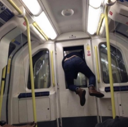 crazy people riding subway bizarre 23 Subways are not where normal happens (38 Photos)