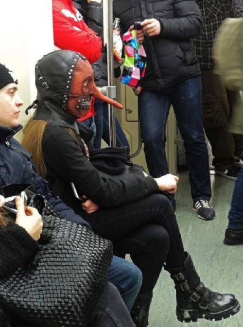 crazy people riding subway bizarre 27 Subways are not where normal happens (38 Photos)