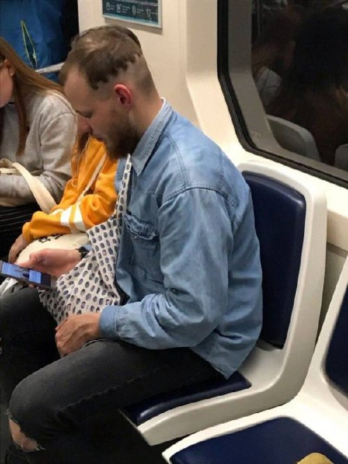 crazy people riding subway bizarre 29 Subways are not where normal happens (38 Photos)
