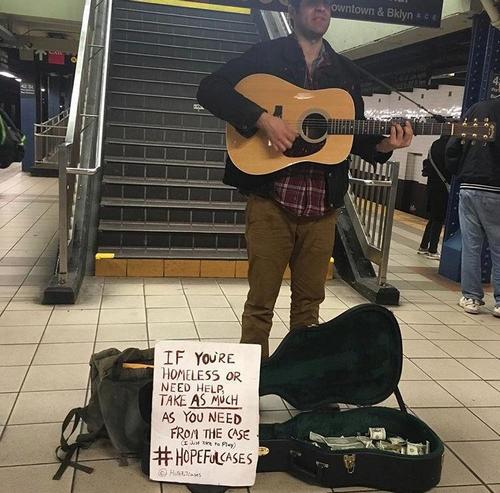 when strangers save the day 15 The kindness of strangers will never be forgotten (21 Photos)