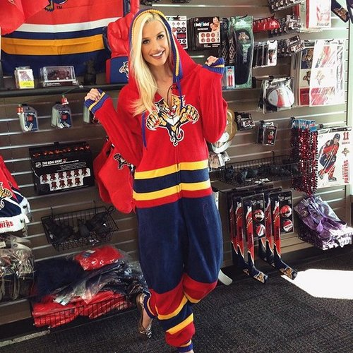 sophiejulia 38233085 212426646091683 8384040233561227264 n copy The NHL is back and these sexy puck bunnies are in a league of their own (42 Photos)