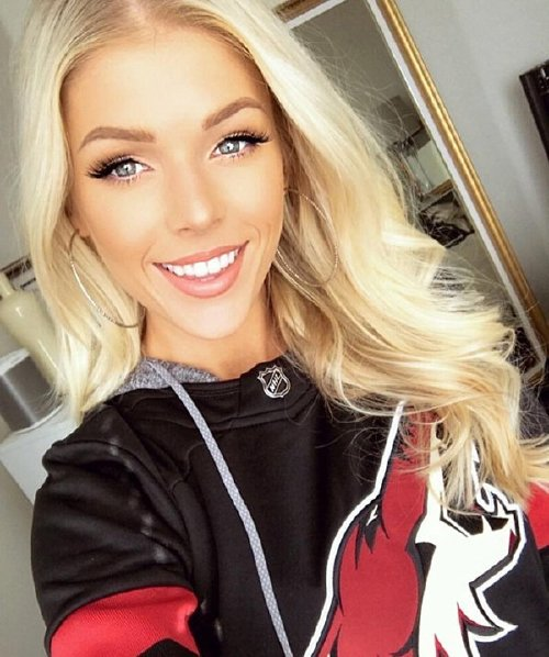 hkybabes 28765414 162202387923813 6962262920210153472 n copy The NHL is back and these sexy puck bunnies are in a league of their own (42 Photos)