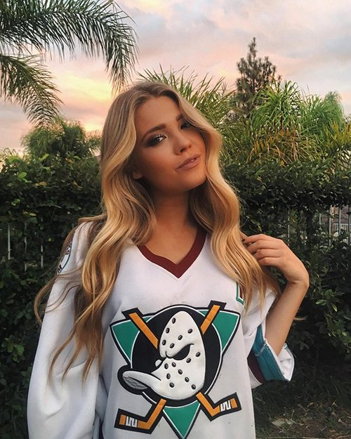 shelbialyssa 23421101 528185347516317 6571089707050991616 n copy The NHL is back and these sexy puck bunnies are in a league of their own (42 Photos)