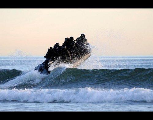 b1 seal river boats 960 1 copy Wallpaper pics: SEALs will take your River (100 HQ Photos)